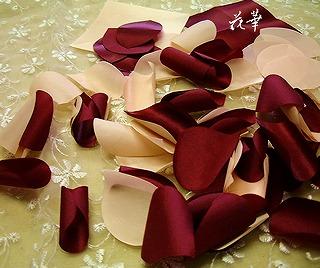 ハンドメイドのサテンの薔薇のコサージュ(布花・染め花)