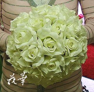 白いバラとグリーンのウエディングブーケ&ブートニア(アートフラワー・上質造花)・生徒さん作品その2
