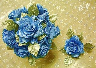 花びら一枚から手作りの青い薔薇(ブルーローズ)のウエディングブーケ&ブートニア(布花)・シールの青い薔薇
