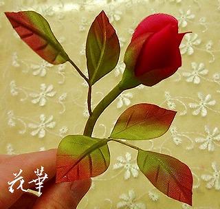 布花・薔薇の蕾の開きはじめ(お多福バラ)(染め花)