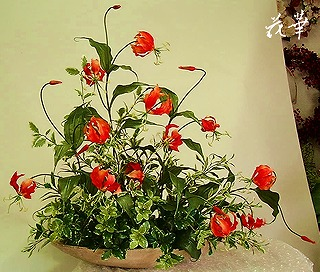 グロリオサとグリーンのインテリアフラワーアレンジメント(オーダーメイド商品)・アートフラワー・上質造花