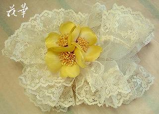 布花のお花とフランス製のレースのシュシュ(染め花・アートフラワー)・オーダーメイド商品