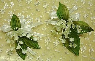 ハンドメイドの鈴蘭のコサージュ・ホワイト(布花・染め花・アートフラワー)