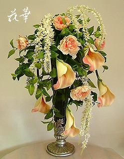 お花が上から下に流れるデザインのアレンジメント・ウオーターフォールアレンジメント(インテリアフラワーアレンジメント)・オーダーメイド商品