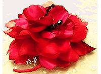 1月の誕生石・ガーネット色のクリスタルと大輪の薔薇のコサージュ(布花・染め花・ハンドメイド)