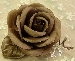 サテンの薔薇のコサージュ(布花・ハンドメイド)