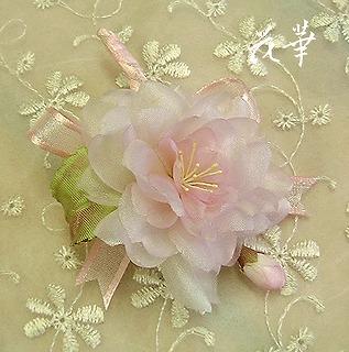卒業式・入園式に人気の八重桜のコサージュ(布花・染め花)