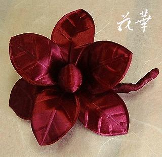 手作り・葉っぱのお花のコサージュ(布花)