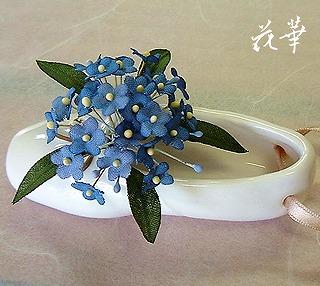 手作りの忘れな草とミニ・トウシューズの壁掛け飾り(布花・アートフラワー)