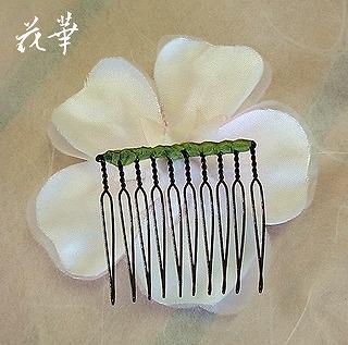 白いウエディングドレスに合わせる布花・薔薇のコサージュ&髪飾り(ヘッドコサージュ)