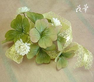 ハンドメイド・四葉のクローバー(白つめ草)のコサージュ・Bタイプ(布花・染め花・アートフラワー)