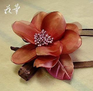 ハンドメイド・野薔薇のコサージュ(布花・染め花・アートフラワー)結婚式・成人式・卒業式・謝恩会・入園式・各種パーティーに使えるコサージュ