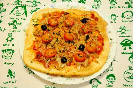 ツナとたまねぎのピッツァ