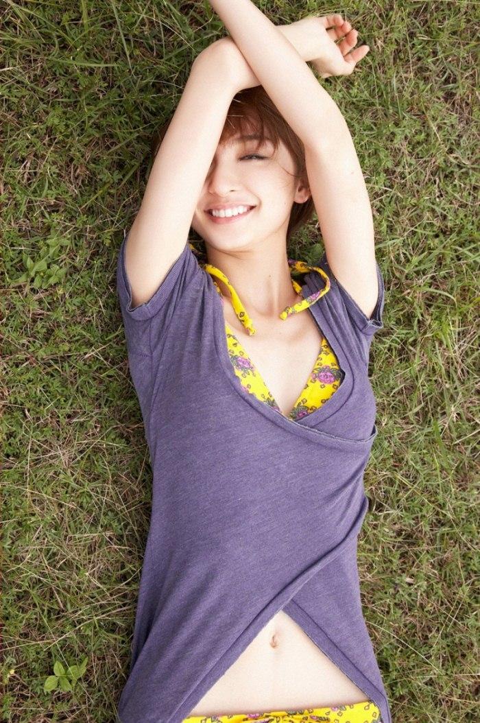 【綺麗なお姉さん。~きれいなお姉さんのグラビア写真集~】 アイドル 篠田麻里子 画像