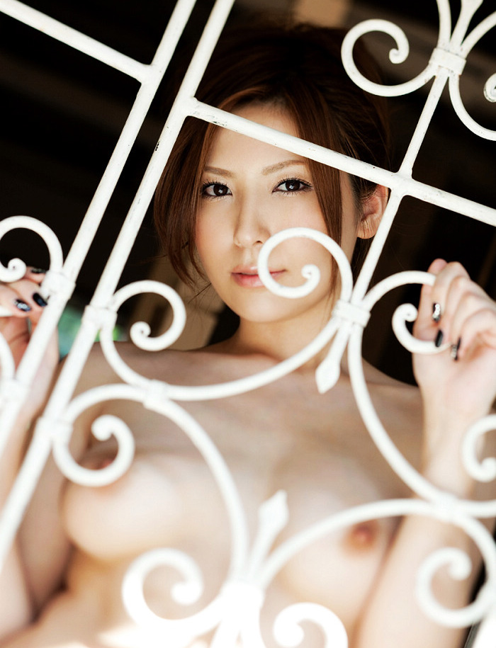 椎名ゆなのグラビア写真