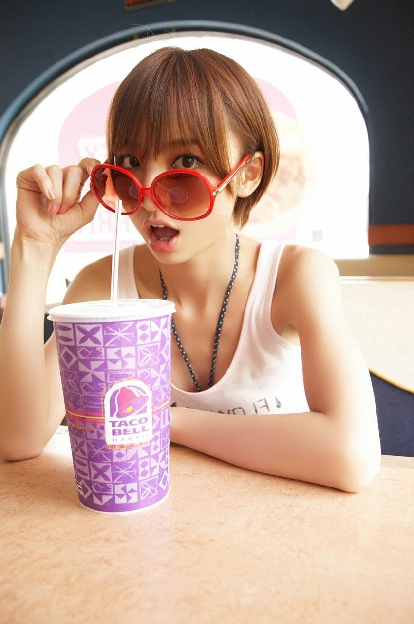 【綺麗なお姉さん。~ちょっとエッチなきれいなお姉さんの画像集~】 アイドル 篠田麻里子 画像