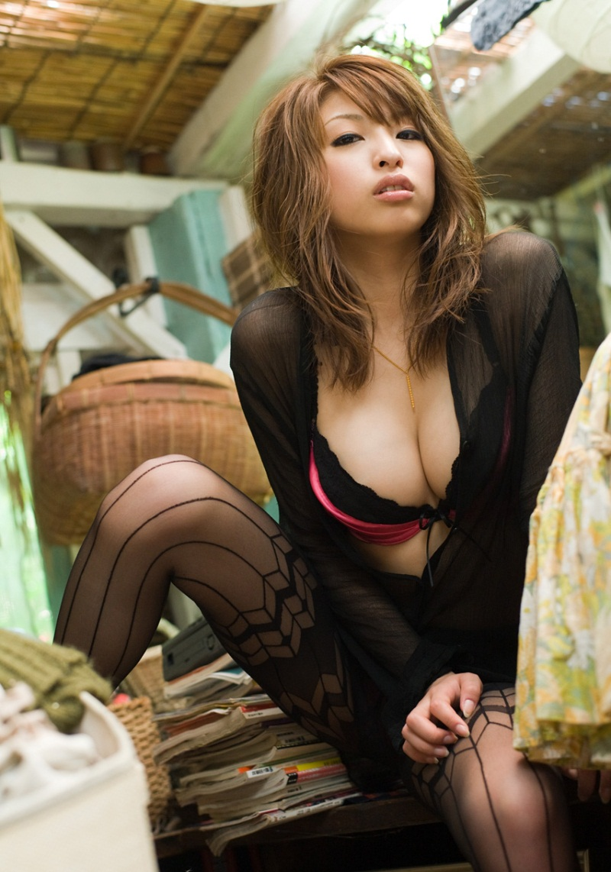 【No.819】 谷間 / 秋山祥子