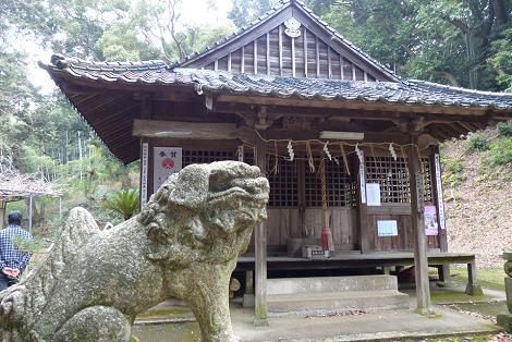 狛犬と拝殿♪