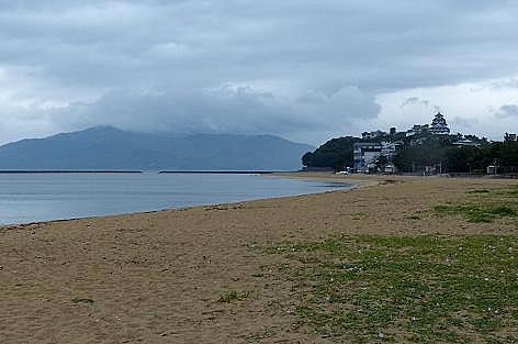 唐津城が見える浜へ♪
