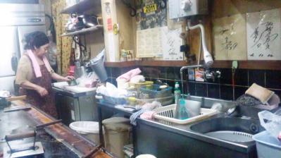 どんたく20121212お好み焼き準備のおかん
