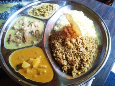 130707印度亜BT定食750円ムング豆、チキン、大根