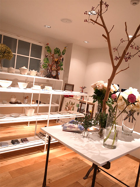 130131plus blue place-店内
