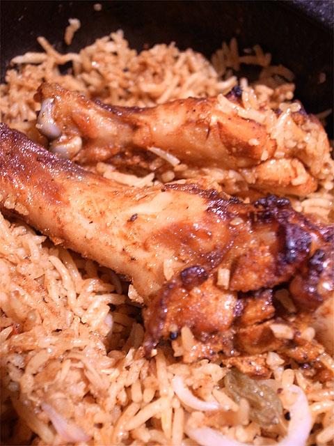 130315enso玉宮-奥美濃古地鶏のスパイシー土鍋ビリヤニ鶏肉