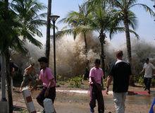 220px-2004-tsunami.jpg