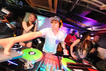 120225_DJ MAGIC_052_R
