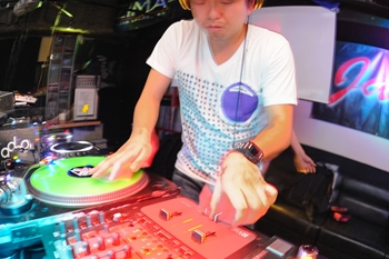 120225_DJ MAGIC_075_R