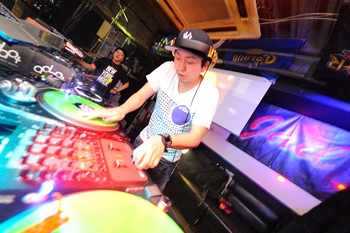 120225_DJ MAGIC_079_R