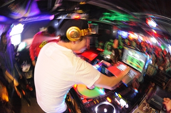 120225_DJ MAGIC_096_R