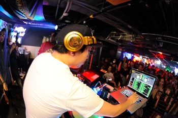 120225_DJ MAGIC_097_R