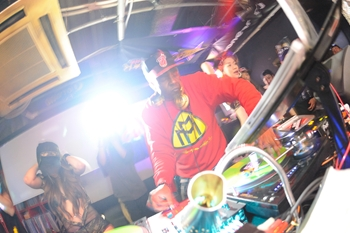 120225_DJ MAGIC_105_R