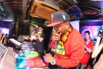 120225_DJ MAGIC_106_R