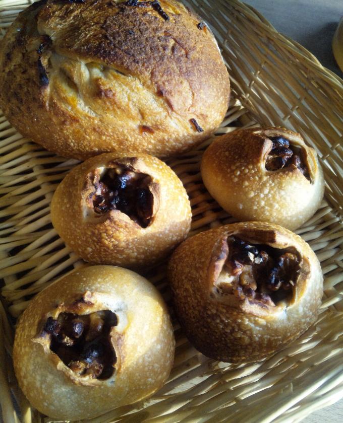 柚子マーマレードと砂糖胡桃のパン