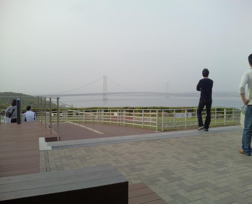 黄砂まみれ明石大橋