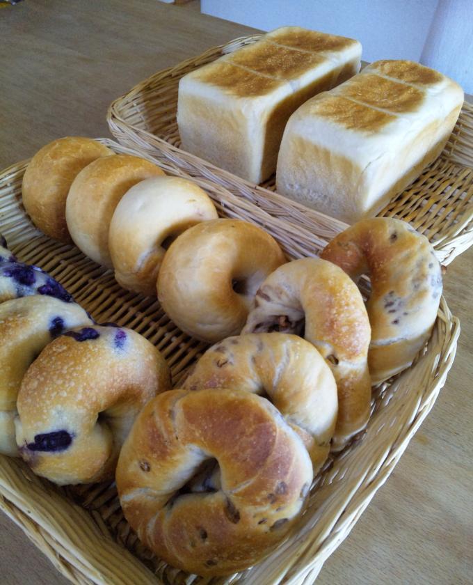 南部小麦の角食パンとベーグル3種