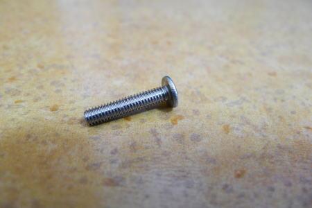 4mm幅ネジ2