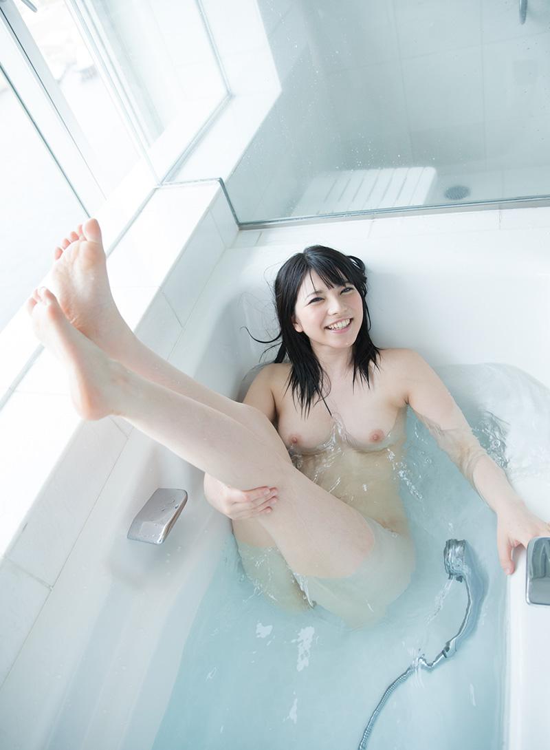 上原亜衣 一糸纏わぬ、素っ裸なAV女優