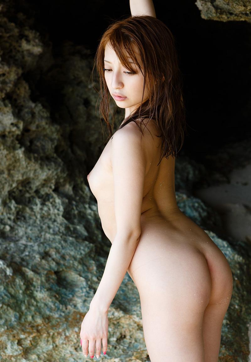 白石マリエ 一糸纏わぬ、素っ裸なAV女優