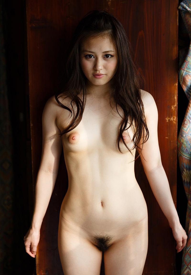 伊東紅 一糸纏わぬ、素っ裸なAV女優