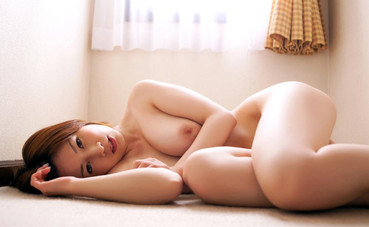 奥田咲 一糸纏わぬ、素っ裸なAV女優