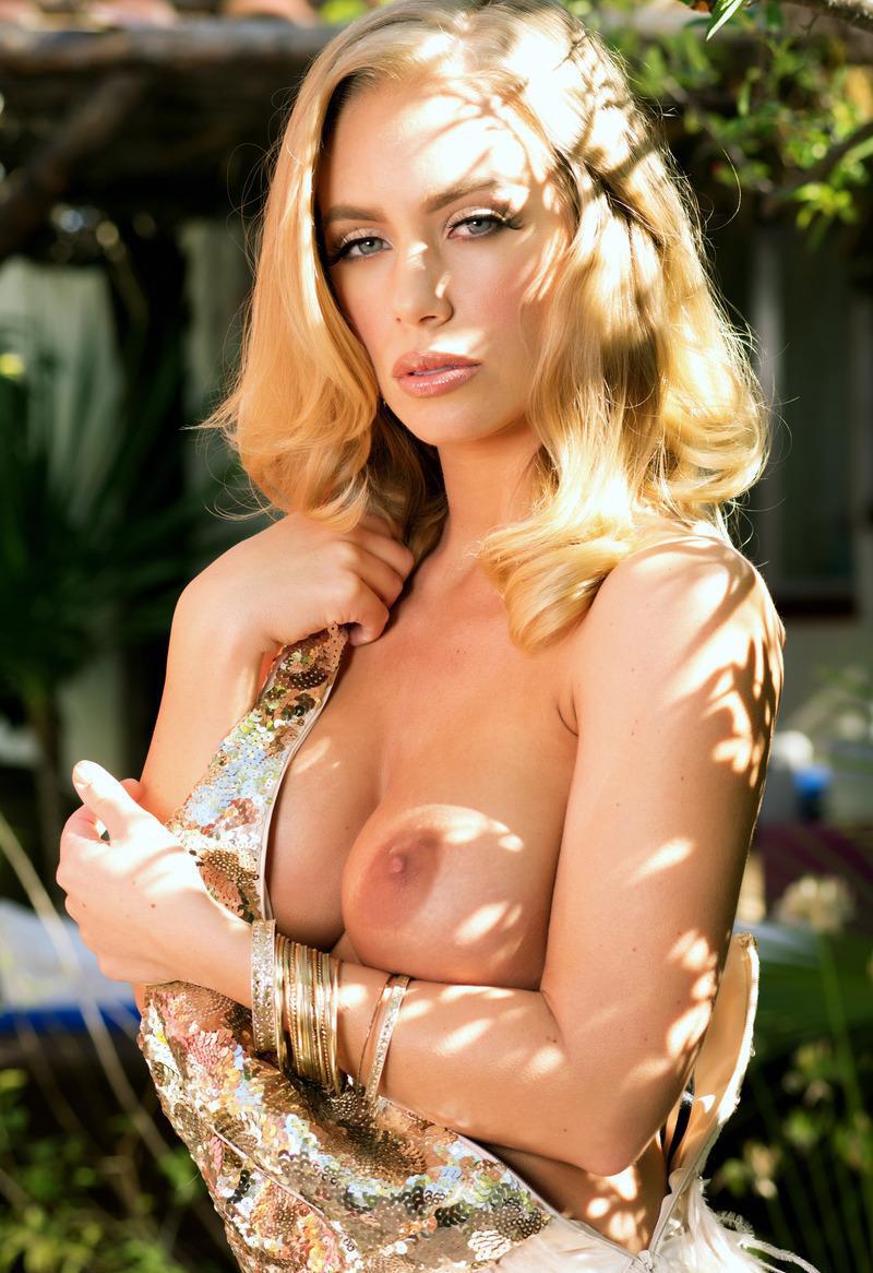 金髪美女のダイナマイトボディ エロ画像30枚