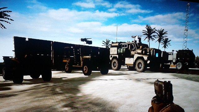 更に横には地上車輌群2が駐機されてますね。自走砲~四輪バギーまで。今回は車輌系が増えました。