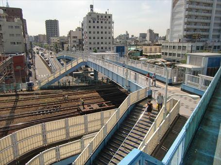 南千住駅前歩道橋