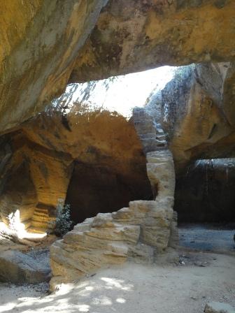 ナイダ洞窟