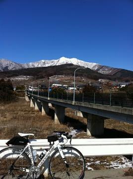20110305CAAD10橋と雪山