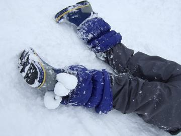 20110130nobuの足の雪球