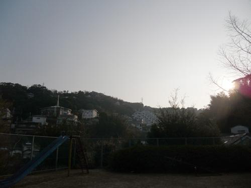 この町のやっと日が射します。